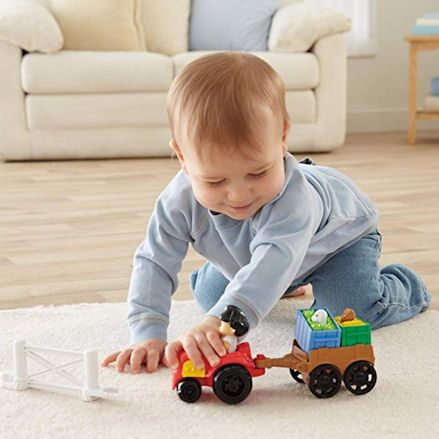 Fisher-Price Y8202 Little People Farm Tractor, Child Playing